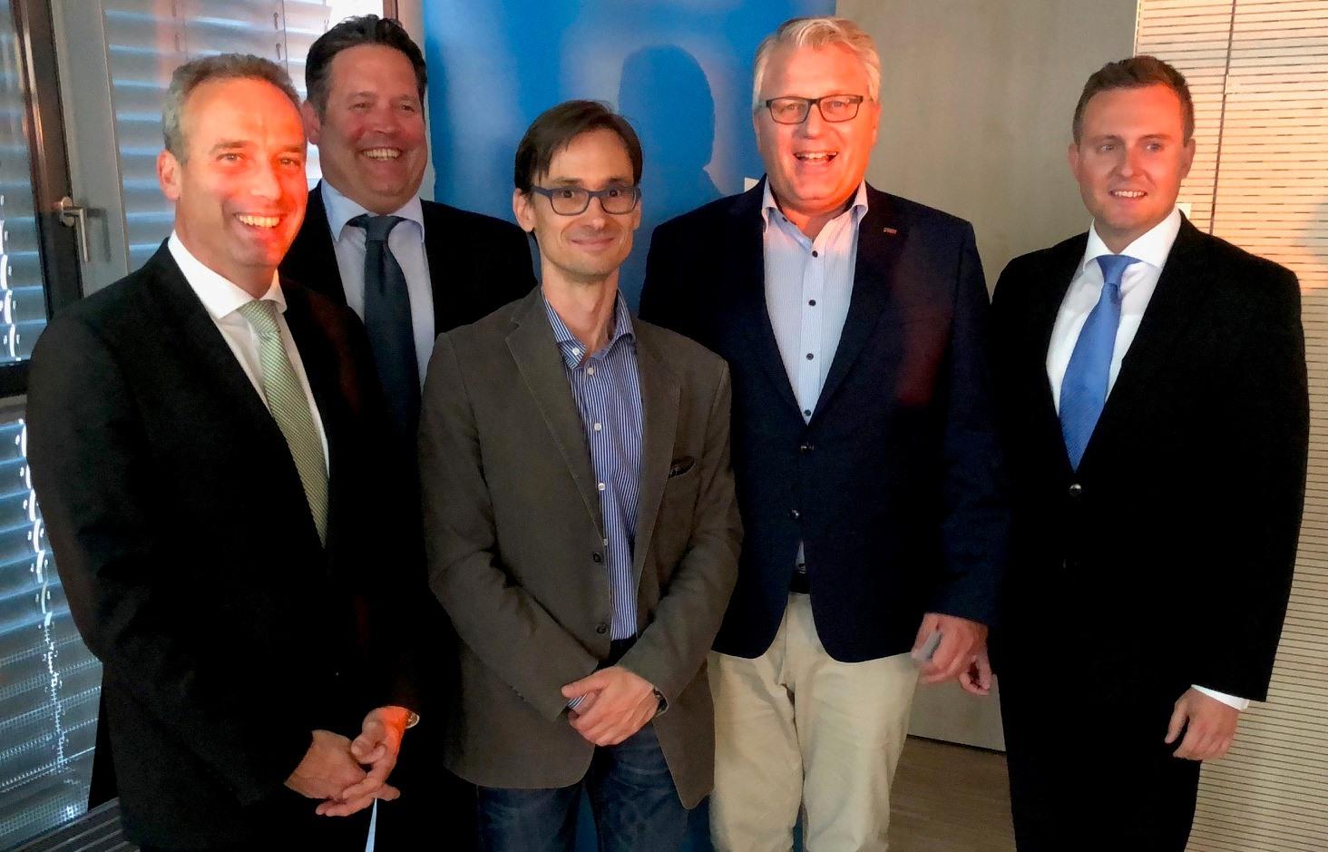 v.l. Peter Zahmel, Mirko Lange, Carsten Göthner, Frank Murmann, Eduard Fuhrmann (Leiter Firmenkundenbetreuung Volksbank Unna)
